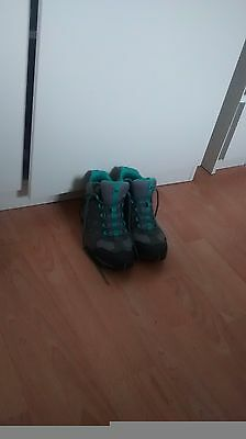Merrell Vibram Gore Tex Walking Hiking Shoes Boots Size 5 only worn twice