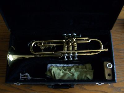 Vintage Holton T602 Trumpet in Carrying Case with  Mouthpiece