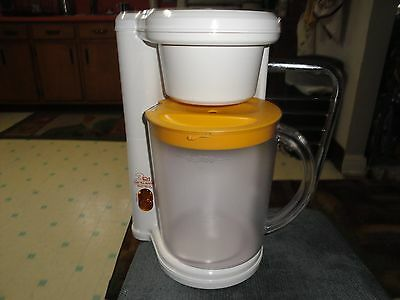West Bend 3 Qt Ice Tea Maker yellow & white MINTY!