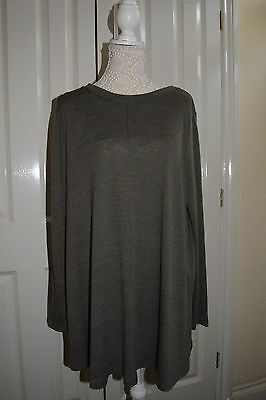 Papaya Maternity Tunic Top. Size 20. Sage green.