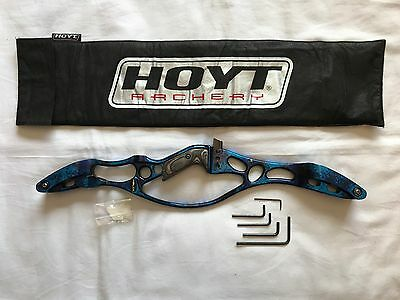 "Hoyt Helix 25"" Archery Recurve Riser - Right Handed - Blue"