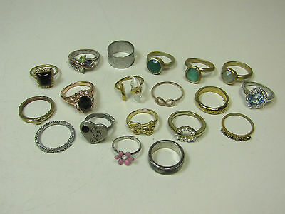 Costume Jewelry Ring Lot AS IS Gold Silver Tone Sparkle Rhinestones Pearls