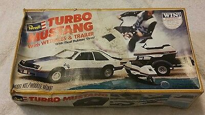 turbo mustang with wetbikes & trailer model kit with real rubber tires Revell