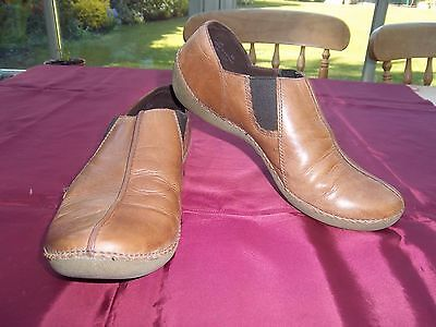 Clarks ladies tan brown leather slip on comfort shoes, size 6/39