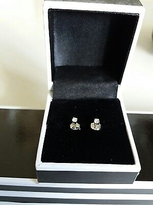 New 18ct white gold diamond stud earrings. approx 0 .10ct