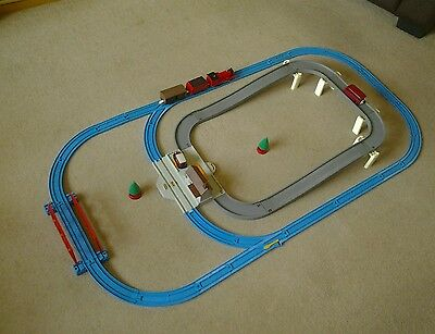 Tomy thomas the tank engine battery operated train set