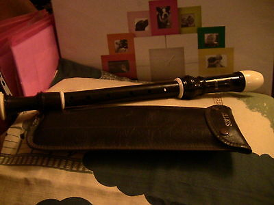 Aulos Descant Recorder, in case with cleaning rod