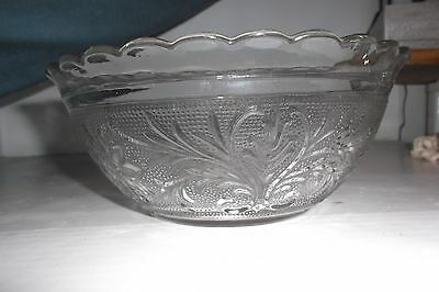 """Vtg. Scalloped Sandwich Pattern Serving Bowl 8.25"""" by Anchor Hocking"""