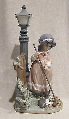 Lladro Figurine Fall Clean Up # 5286 in Box