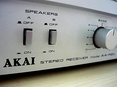 Vintage (1981) Akai Stereo Receiver AA-R21L with Integrated Amplifier and Tuner