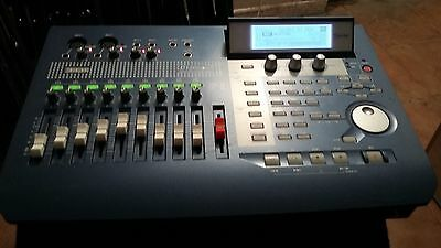 KORG D-1200 MKII- Digital Recording studio 12 tracks. Perfecto estado.