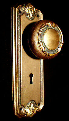 Victorian Brass-Tone Backplate & Metal Door Knob 2/2