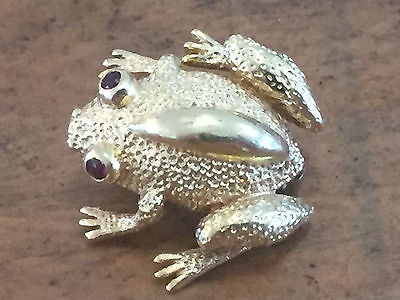 NEAT! 18KT Yellow Gold Red Ruby Eyed Frog Brooch Pin