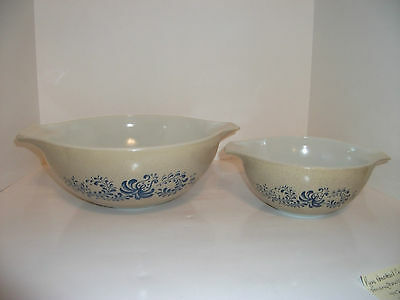 Vintage Pyrex Homestead Mixing Cinderella 1 1/2  & 4 Quart Bowl 442 & 444