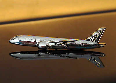Pin Boeing 787 Sideview 45mm Pin Gold for Pilots Crew B787 Dreamliner
