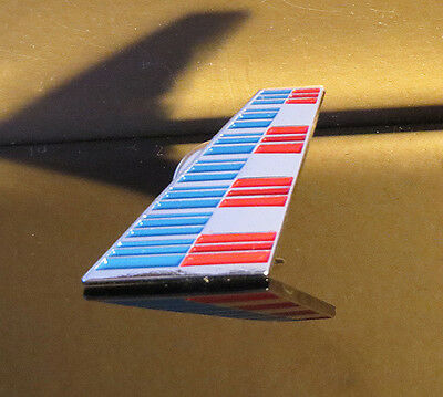 Pin AA American Airlines Latest TAIL Fin Style Pin for Pilots Crew metal