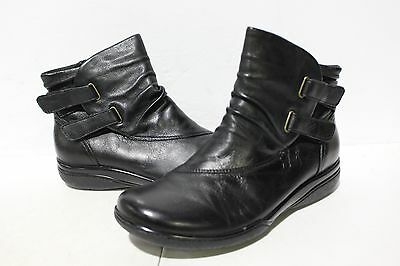 NBJ-838  Clarks Women's Kearns Garden Boot, Black Leather SZ 7.5M