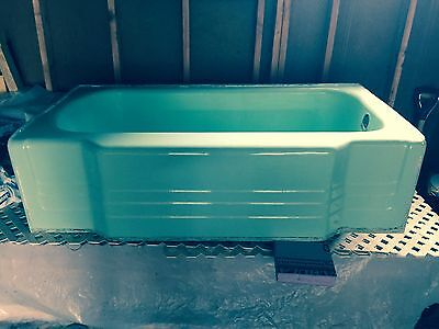 vintage jadeite green bathtub! 5'. Great condition.