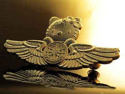WING Pin HELLO KITTY WINGS WINGS gold for Crew / Fans 2.5 inches 67mm
