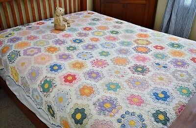 Beautiful Hand Stitched Antique Grandmothers Garden Quilt *