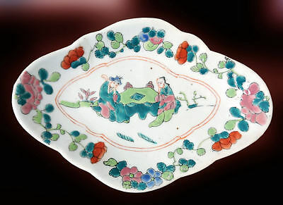 ANTIQUE CHINESE Famille Rose Porcelain Footed Quatrefoil Dish Figural Scene 19 c