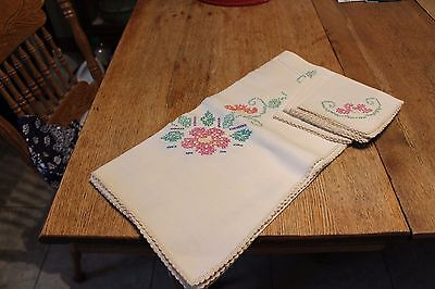 """Lovely vintage hand-embroidered tablecloth and napkin set~39"""" square~perfect"""
