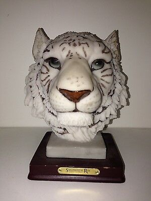 Collector's Beautiful White Tiger Paperweight Statue Siegfried & Roy Las Vegas