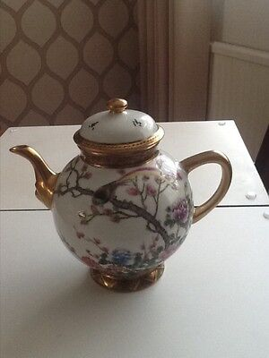 A vintage Chinese porcelain teapot and cover