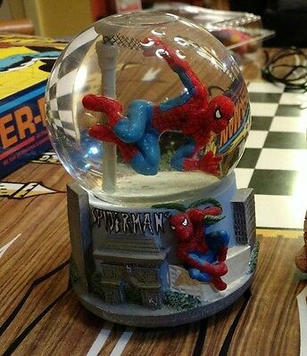 VERY RARE Marvel Spider-Man Collectible Musical Snow Globe 2004