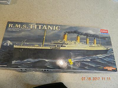 Academy Kit # 14401 R.M.S. Titanic 1/720th Scale
