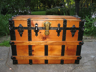1800s ANTIQUE SEMI FLAT TOP SLAT STEAMER TRUNK STAGE COACH CHEST COFFEE TABLE