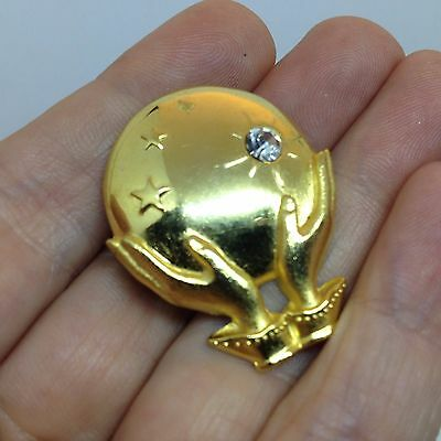 Vintage HANDS HOLDING GLOBE PIN BROOCH Clear Rhinestone Gold Tone Jewelry