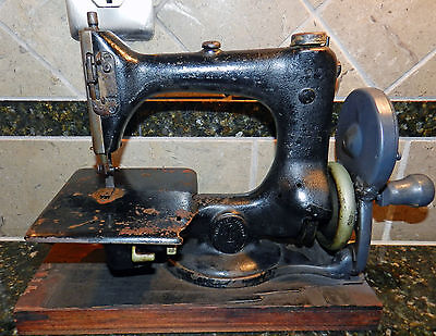 Vintage 1916 Singer Child Toy Model 24 Feather Weight Sample Sewing Machine G