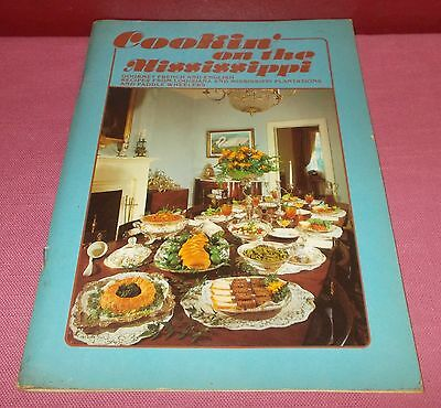 COOKIN' ON THE MISSISSIPPI COOKBOOK Paperback Edition French English Recipes