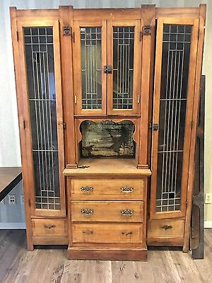 Beautiful, antique Arts & Crafts China Cabinet. Leaded glass . Pick up only