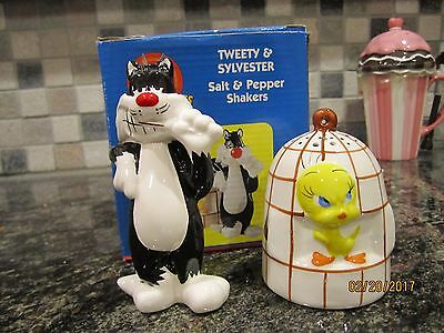 Warner Brothers Tweety Bird And Sylvester Salt & Pepper Shakers Giftco