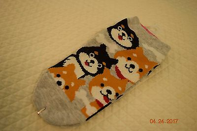 SHIBA INU ankle high socks for ladys, Gray background.