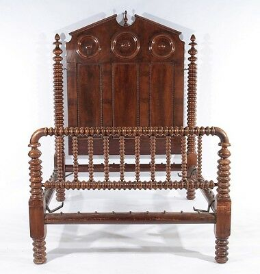 WALNUT VICTORIAN POSTER BED TURNED SPINDLES Lot 609