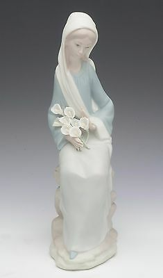 Lladro 1052 Girl with Duck