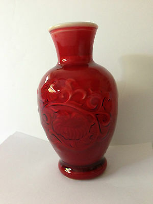 Vintage 1981 Avon brand Glass Vase Oriental Red  7 in. Tall