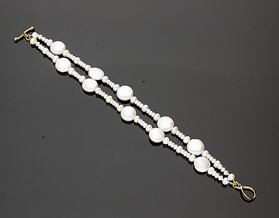 CULTURED PEARL BRACELET. NATURAL WHITE COLOUR.   7 inches.