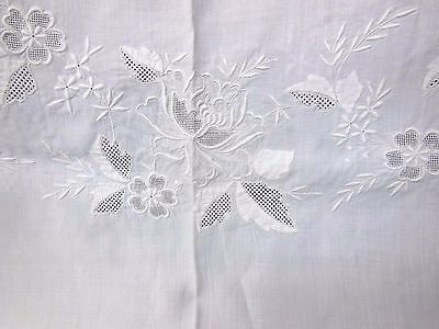 VTG Hand Embroidered Madeira Style Applique Floral Oval White Linen Tablecloth