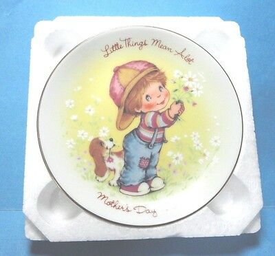 """Avon 1982 Mother's Day Plate """"Little Things Mean A Lot""""  Free Shipping"""