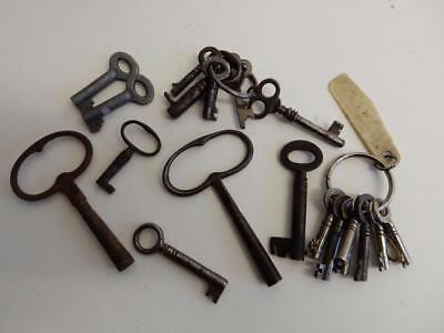 loads of old keys LOT