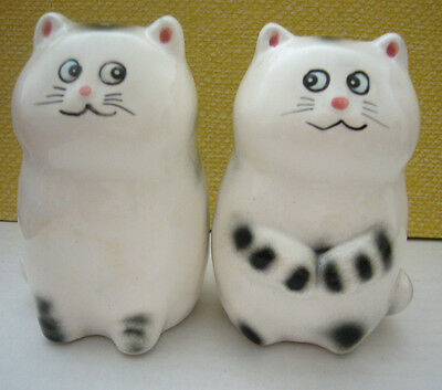 Vintage Lefton Porcelain Cat Kitten Salt & Peppers Shakers w/ Stoppers #04442