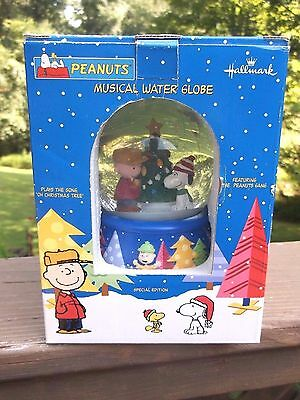Peanuts Musical Water Globe by Hallmark NEW plays Oh Christmas Tree
