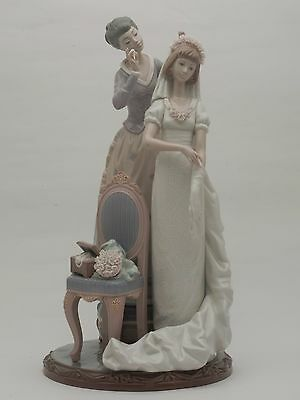 Lladro 1494 My Wedding Day - Young Woman with Mother getting ready