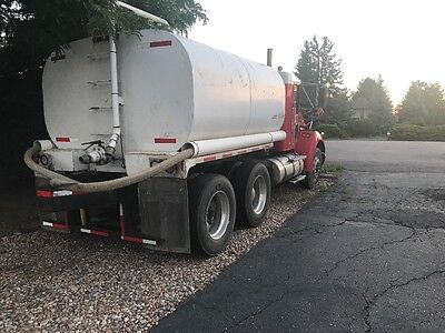 1999 Kenworth t300 2500 gallon water truck
