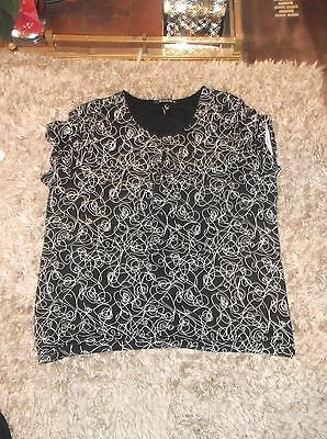 ladies Beautiful top. black & white patterned top, size 22 lovely condition