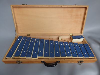 A Good Vintage 16 Note Glockenspiel In Wooden Case With One Beater